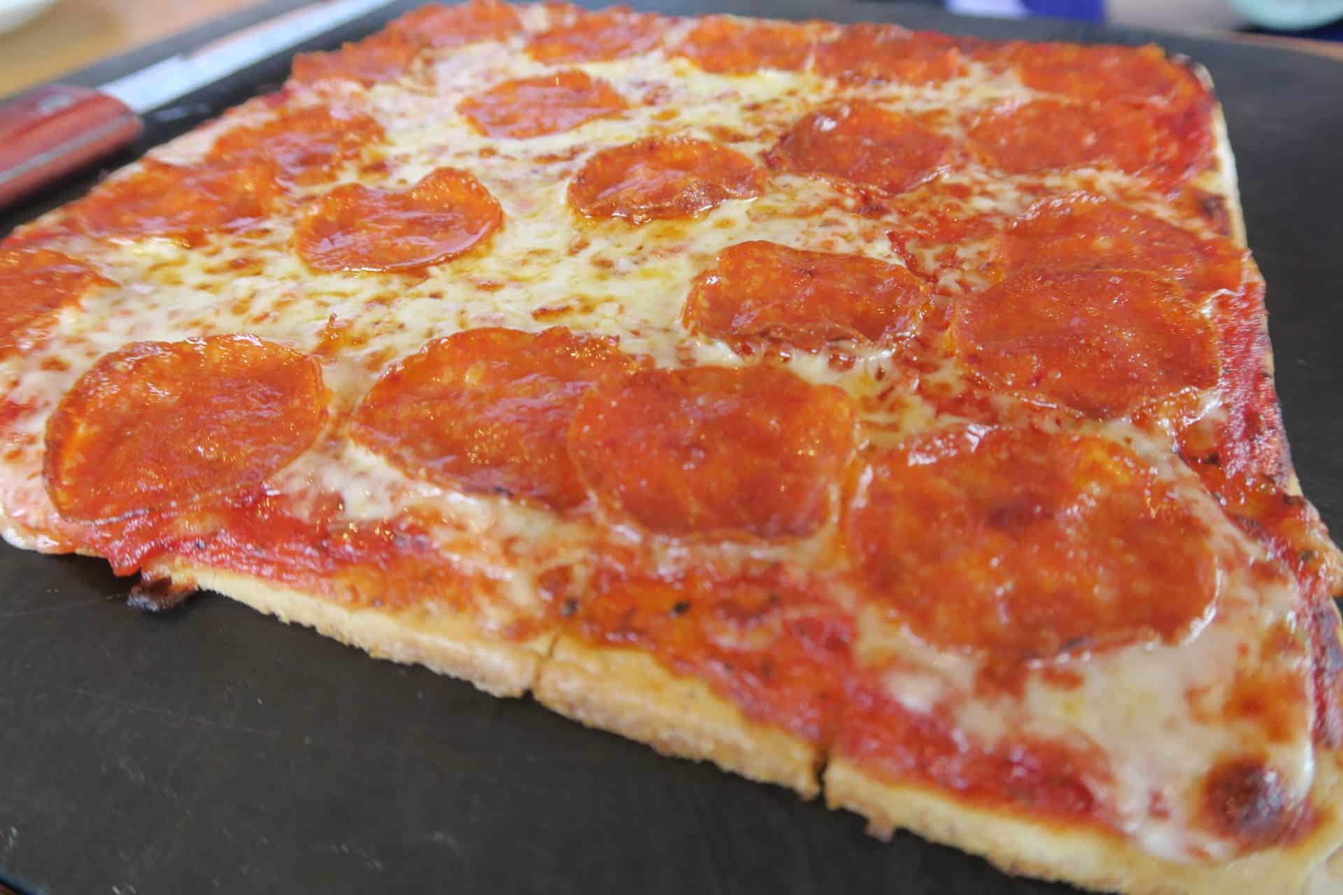 gluten-free-at-pizza-hut-pepperoni-pizza