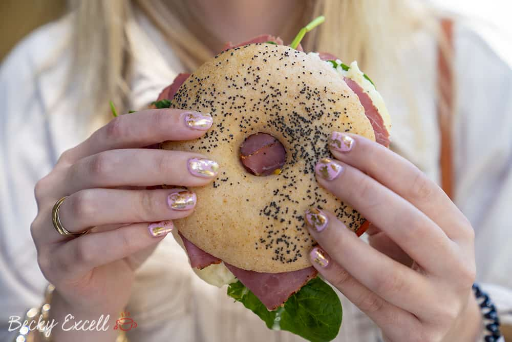 My ULTIMATE guide to gluten free in Barcelona - Cal Marius 449, the best pastrami and bagel place ever