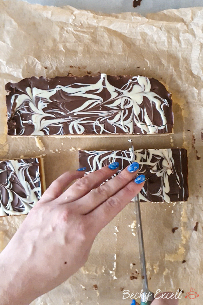 Cut the millionaire's shortbread slab into slices of 9 or 16. It's up to you!